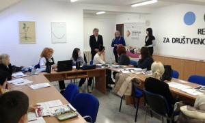 """Polaznici obuka u projektu """"Znanje svima"""" na časovima u Regionalnom edukativnom centru Banat u Zrenjaninu"""